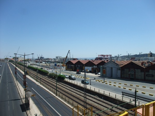 Лиссабон: портовые строения