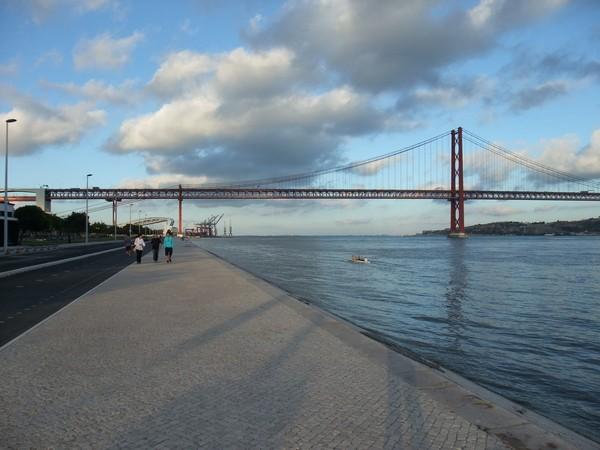 Лиссабон: пешеходная дорога