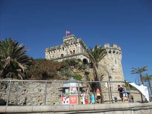 Эшторил, замок-новодел на побережье