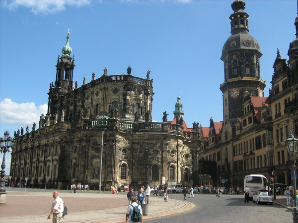 В Дрездене барокко строили из песчаника без штукатурки и прочих излишеств.