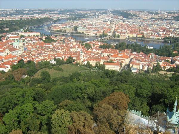 Вид на центр Праги с башни.