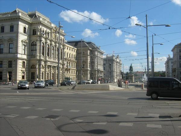 Просто венская улица.