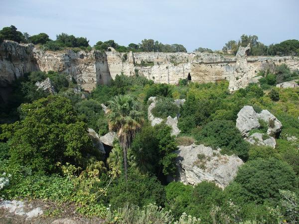 Сицилия, Сиракузы, провал, где находится пещера Диониса