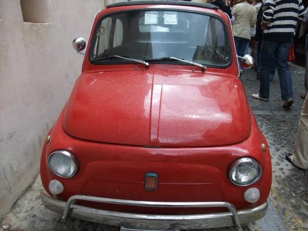 FIAT в Чефалу: женщина-водитель, выходя, была (приятно) удивлена нашим вниманием к этой замечательной машине.