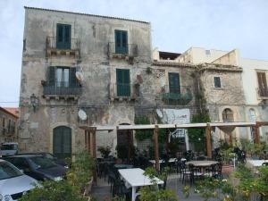 Сицилия, Сиракузы, дом на набережной