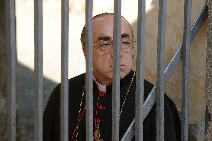 Молодой Папа Сильвио Орландо кадры